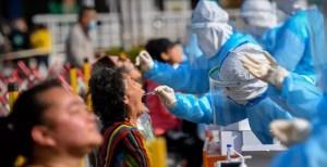 China impulsa una operación de test masivos tras 137 nuevos casos de Covid-19