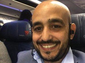 """Manny Languasco, el latino que pasó de vivir """"en la basura"""" a ser un destacado empresario en EEUU"""