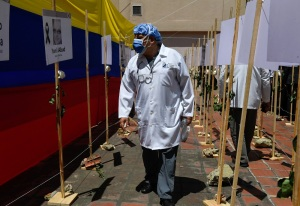 Interim president Guaidó pays bonus to health workers in Venezuela