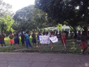 Indígenas Yanomami protestan en la sede del circuito judicial de Puerto Ayacucho este #20Oct (FOTOS)