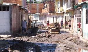Afectados por inundaciones en Aragua duermen en los techos de las casas sin agua y sin comida