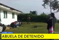 El regaño de una abuela al descubrir que su vivienda era usada por su nieto para actos criminales (VIDEO)
