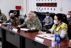 Jefe de Comando Sur de EEUU analizó la lucha contra narcotráfico en El Salvador