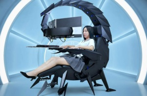 EN VIDEO: La silla en forma de escorpión que te permite trabajar, jugar, dormir… y hasta te masajea