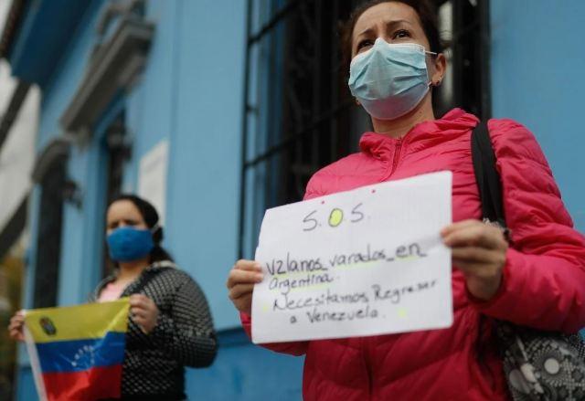 En junio hubo una manifestación de decenas de venezolanos varados en Argentina por la cuarentena. | Foto EFE