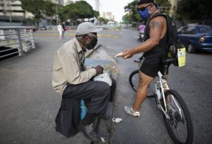 Ad exec feeds downtrodden Venezuelans from his bicycle seat