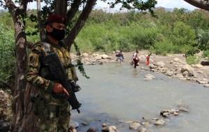 Cientos de personas varadas en la frontera con Colombia por crecida del río Táchira (Videos)