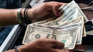 Venezuela to discuss dollarization plan with local banks