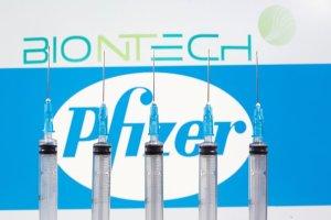 Las personas vacunadas no contagian, aseguró el cofundador de BioNTech