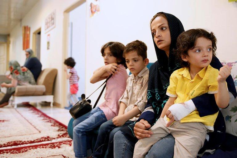 Desamparo, traumas y adicciones: Las secuelas del matrimonio infantil en Irán
