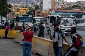 Sin anestesia transportista de Petare aumentaron el pasaje a 100 mil bolívares #25Nov
