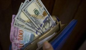 Comerciantes dolarizan precios y no tiene para dar vuelto