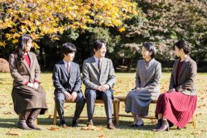 Príncipe de Japón aprobó la boda de su hija Mako con un ciudadano común en quiebra