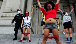 Suspendieron a jueces en Perú por absolver a un violador porque su víctima llevaba ropa interior roja