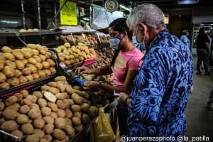 """Navidades en pandemia: Venezolanos """"resuelven"""" para olvidarse de la crisis en Nochebuena (Fotos)"""