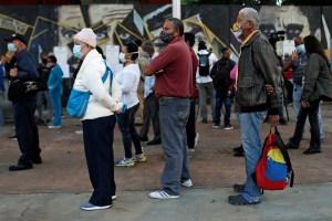 El gran protagonista del fraude electoral de este #6Dic fue el bolsito tricolor del régimen (Fotos)