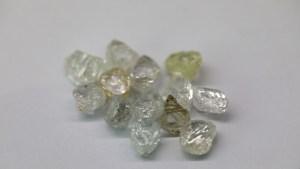 Un anillo incrustado con más de 12.000 diamantes impone un nuevo récord mundial (FOTO)
