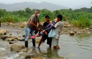 ¿Irse o regresar? El dilema de los venezolanos que buscan escapar de la crisis