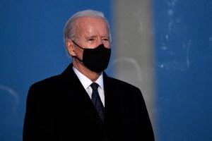 Biden comienza su gobierno con decretos sobre el clima, migración y Covid-19