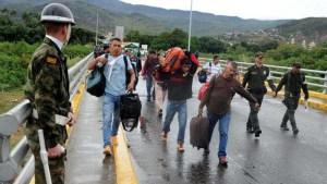 VIDEO: Venezolanos son recibidos con disparos en la frontera entre Ecuador y Perú