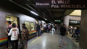 Pareja comete robos en las narices de policías en la estación El Valle