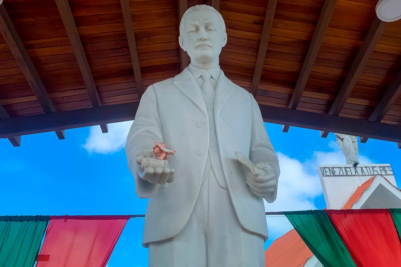 En FOTOS: Los 10 mil milagros de José Gregorio Hernández, primer beato de Venezuela