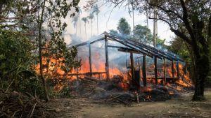 Incendio devasta campamento de rohinyás en Bangladés dejando 2.000 personas sin hogar