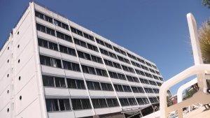 La loca historia del salto de Charly García desde el noveno piso a la pileta