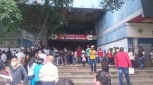"""En el Saime de San Cristóbal no cabe """"ni un alma"""" por la jornada de cedulación para niños (FOTOS)"""