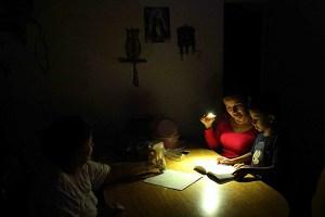Cada 25 minutos se va la luz en El Amparo