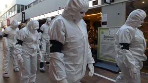 """¡Pavoroso! Manifestaron en Holanda """"contra el mundo futuro"""", pero de qué forma (VIDEO)"""