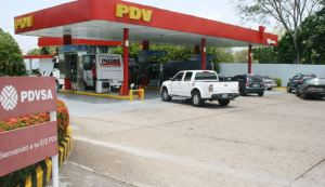 """""""Solo operan las mafias"""": Denuncian 16 días sin suministro de gasolina en Bolívar #10Abr"""