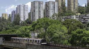 """VIDEO: Imprudente se dio un """"paseíto"""" en el techo del Metro de Caracas"""