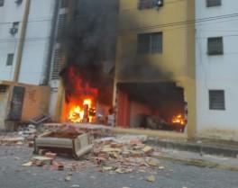Reportan fuerte incendio en un apartamento de la urbanización Sucre en Barquisimeto #14Feb (FOTOS y VIDEO)