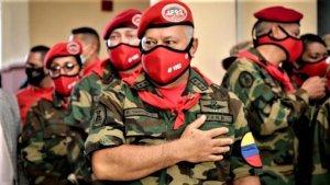 """Diosdado recibió honores militares que no le corresponden y vistió un uniforme que Chávez calificaba de """"gringo"""""""