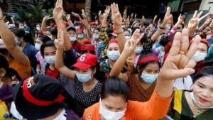 La junta militar en Birmania aumenta la represión mientras siguen las protestas