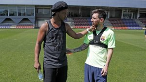 El mensaje de Messi a Ronaldinho por la muerte de su madre