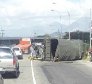 Vehículo que transportaba tropas militares sufrió accidente en la ARC #27Feb