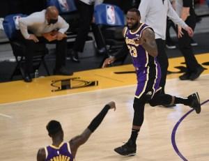 Triple celebración para LeBron James: Partido 1.300 como profesional, triunfo y liderato en su división