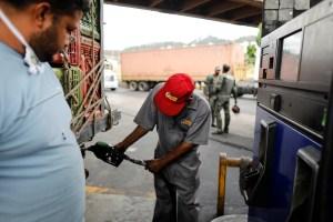 Las nuevas bombas de gasolina en Venezuela: Bodegones, música en vivo y surtidores chinos