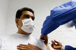 Mientras el personal médico espera… Un Maduro asustado se inyectó la vacuna Sputnik V (VIDEO)
