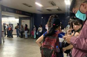 """Largas colas en estaciones del Metro de Caracas para comprar la """"tarjeta inteligente"""" (Fotos y Video)"""