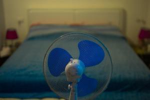 Por qué nunca debes dormir con un ventilador en tu cuarto