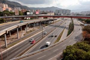 Chavismo removió letrero de la Francisco Fajardo en su afán de cambiar la historia vial de Venezuela (FOTO)
