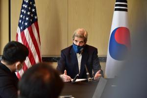EEUU y China se comprometen a reforzar la implementación del acuerdo de París