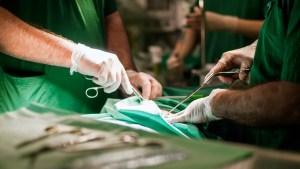 Realizan en Japón el primer trasplante de pulmón de donantes vivos a una paciente hospitalizada por Covid-19