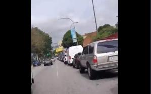 EN VIDEO: La kilométrica cola para surtir gasolina en la E/S Cied en Baruta #9Abr