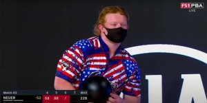 Momento épico en el bowling estadounidense: Tiene 18 años y logró un tiro único en la historia