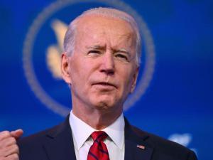 Biden llama a la calma tras la muerte de un joven negro cerca de Minneapolis