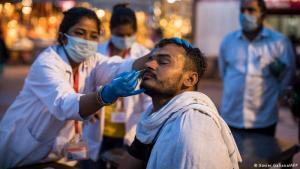 La temible variante india del coronavirus: La prueba PCR es inútil para detectarla y médicos apelan por este difícil método